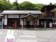 旅行日3日目(5月18日)、続きです。  かみのやま温泉で疲れをいやした後は、列車に乗って山寺へやって来ました。