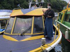 ホンマは芦ノ湖の海賊船のようなクルーズ船に乗ろうと思ったけど、チケット売り場のおじさんが海賊船とこちらの遊覧船的な船のコースの違い説明してくれて、こちらの方が商売っ気がないことと多少お安いこともあってこちらをチョイス(^_^;)