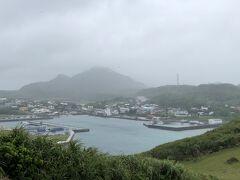 明後日の朝帰るので帰る直前までレンタカーを借りて、まずは西崎へ。  小雨が降っていてあの綺麗な紺碧の海は見られません。 残念。(*ノωノ)