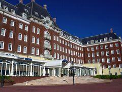 これ、ウォーターマークホテル長崎です。 オーシャンフロントに建っています お洒落なヨーロッパ情緒のホテル  弾丸旅なので、園内のお宿を選びました。