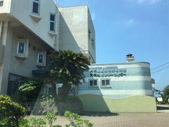 目的地の天神島臨海自然教育園に到着。 入場無料、駐車無料。受付に申し出ると駐車票が交付されます。