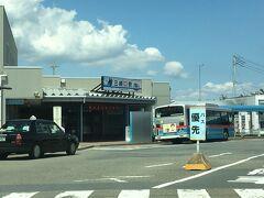 三崎口駅 京急久里浜線の終着駅です。なのにバスロータリーがあるだけで、大型商業施設はありません。
