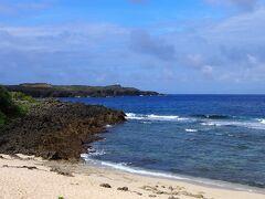 続いてダンヌ浜へ  ここに来る頃には晴れ間も出てきて綺麗な紺碧の海が見られました。