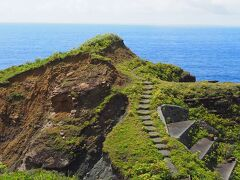 定番の観光スポットを回ります。  与那国島のマチュピチュことサンニヌ台 中に入れないのが残念です。