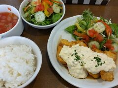 ●たいよう食堂@JR津久野駅界隈  チキン南蛮を頂きました。 し、しまった…。 +220円でスープとサラダがついたランチセットにしたのですが、思いっきりサラダがかぶってしまいました。内容がまったく一緒(笑)。