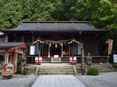 階段を上がった先には神社が。  コチラは日枝神社。 先ほど上ってきた階段は日枝神社の正面の入口にあたるそう。