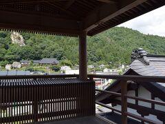 時間がないけどサクッと駅の展望台にも。  駅に展望台って珍しい。 もちろんココからも山寺を見ることができる。