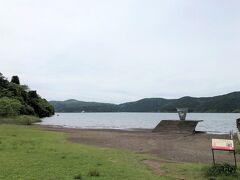 路線バスで、芦ノ湖畔の箱根園へ。