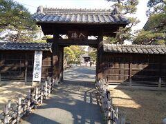 足利学校にはいくつかの門があります.こちらは一番外側にある入徳門.