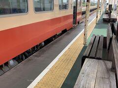 下りの電車はベーシックな天浜線らしいカラーの電車でした。