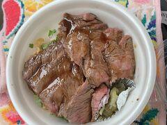 電車はもちろん空いてました。黒毛和牛のステーキ丼 肉も柔らかいしめっちゃ美味しかったです。