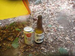 小屋で、ご褒美の地ビール「富士見平小屋ビール」1,000円と缶チューハイ400円を小屋で購入。テントで楽しむ。