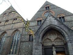 その横に建つのが旧聖ヨハネ施療院