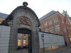 ハイリゲ・ゲースト通り沿い  門のアーチが素敵だったもので、何の建物かはわからず^^;