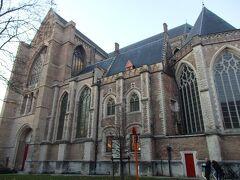 救世主教会の聖サルバトーレ教会  ブルージュ最古の教会です。こちらも明日入ります。