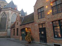 こちらは Hotel De Castillion - Small Elegant Family Hotelという四つ星ホテルの敷地のようでした。