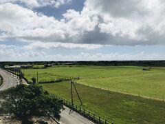 黒島展望台に登って、島を一望します。