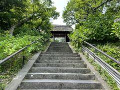 東慶寺:花の種類の多さで有名なお寺です。