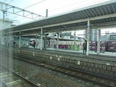 土浦駅に停車。 印象として、ここから水戸までの短距離利用の客が多い。 私がいた車両も、この区間が一番乗車率がよかった。