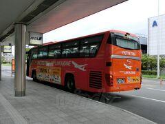 空港リムジンバスで松山市内に向かいます。 (松山空港→大街道 \750)