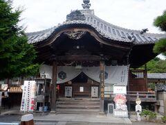 大師が修行をしたお寺だけあって本堂より大師堂が山門正面にあります。大きく堂々と建っています。