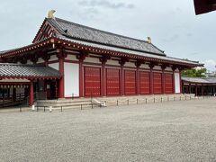 講堂。堂内には阿弥陀如来像、十一面観音立像が安置されています。