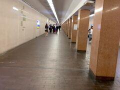 地下鉄で京都駅から四条駅まで、北に2駅ほど移動しました。 京都駅周辺に続き、2つ目の地下街がある四条烏丸周辺に来ました。 ここから東へ1km近く、四条通りの下に長い地下通路が続きます。