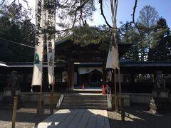 上杉神社。本丸の奥御殿の跡地に建てられたもので上杉謙信公を祀っています。で神社の隣にある上杉家歴代の宝物や文化財を展示している稽照殿を見学したら