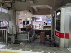 東武浅草駅は、4トラ鉄道組合絶賛! 行き止まりの頭端式ホームです。