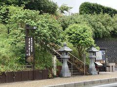 途中、歌舞伎の創始者出雲阿国の墓がありました。