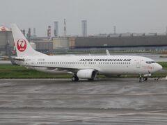保安検査を抜け制限エリアに入ると日本トランスオーシャン航空の宮古行きのB737-800が出発していきました。2021年夏ダイヤから日本航空便名に変更になりましたが、運航は日本トランスオーシャン航空が行っています。 昔と違って社名以外日本航空と変わらなくなっちゃいましたね。