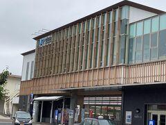 そこから、倉吉駅に。 新しくておしゃれな駅舎ですね。