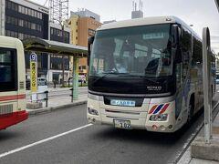 朝米子駅7番バス乗り場から隠岐島行きフェリーに接続するバス(七類港行き)に乗ります。乗客は10人もいなかったかな・・・。大型観光バスで少し驚きました。