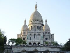 パリ市内で一番高い丘であるモンマルトル、標高は130m。 そのてっぺんに建つのがサクレ・クール寺院。
