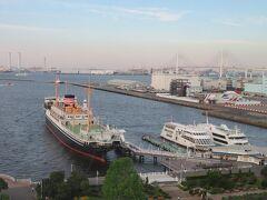 午後5時過ぎ お部屋の窓から港の景色を