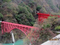 新山彦橋 遊歩道は右下の雪の為通行禁止でした。