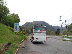 ★13:05 島々側の登り前最後の休憩スポットでもある「道の駅風穴の里」に立ち寄る為、水殿ダムバス停で下車。