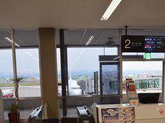 予定通りに小松空港に到着。チェックインして搭乗ゲートまできました。