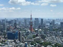 私は六本木から眺める東京タワーが好きです。 ここが『ザ・リッツ・カールトン東京』のように ホテルのお部屋だったらいいな♪  東京タワーの左手は虎ノ門・麻布台の再開発エリアです。 建設中のビルがあります。日本初進出のホテル『ジャヌ東京』は 低層階ですが、『アマンレジデンス 東京』は高層階になる予定。。  景観が変わってしまうので、これ以上、東京タワーの周りに 高層ビルを建てるのはやめていただきたい(苦笑)。  虎ノ門エリアを載せたブログ↓  <『東京エディション虎ノ門』宿泊記 ① 2020年11月に開業した 複合施設『東京ワールドゲート』街区内のグルメ、【シュマッツ・ビア・ スタンド 東京ワールドゲート】、蕎麦ダイニング【ソバ&コー】 神谷町店、『ムスブ田町』、商業施設『田町ステーションタワーN』& 『田町ステーションタワーN』【焼肉トラジ】田町店、 ホテル『プルマン東京田町』、東京タワー>  https://4travel.jp/travelogue/11676518  <『東京エディション虎ノ門』宿泊記 ② アフタヌーンティーが 人気のバー【Lobby Bar】、シグニチャーカクテルバー【Gold Bar at  EDITION】、屋外テラス付きスペシャリティレストラン 【The Jade Room + Garden Terrace】、フィットネス【屋内プール& ジェットバス】&【ジム】、スパ【The Spa at The Tokyo EDITION,  Toranomon】>  https://4travel.jp/travelogue/11680731  <『東京エディション虎ノ門』宿泊記 ③ 「デラックスキング」から 東京タワー&お台場のレインボーブリッジが見える 「プレミアキング」に無料アップグレード☆彡ダイヤモンド会員特典>  https://4travel.jp/travelogue/11681184  <『東京エディション虎ノ門』宿泊記 ④ 東京タワーを眺めながら 【ロビーバー】でお酒&オールデイダイニング【ザ ブルー ルーム】で 朝食♪商業施設『虎ノ門ヒルズ』『虎ノ門ヒルズ ビジネスタワー』 「虎ノ門横丁」【カフェ&ベーカリー ジージーコー神谷町】>  https://4travel.jp/travelogue/11681639