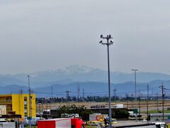 敦賀から北陸道に入り、徳光パーキングエリアで休憩した。 白山は、まだ冠雪していた。 7月の始めでも、登山道は雪でいっぱいだったものなぁ。