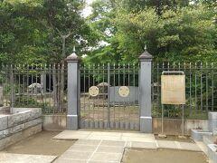 徳川慶喜公廟所 谷中墓地に有ります。