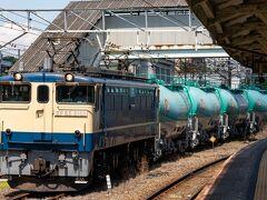 浜川崎で鶴見線に乗り換えです。 南武支線ホームから一旦改札口を出て、道を渡った反対側に鶴見線ホームへ行く跨線橋があります。 乗り継ぎの際、ICカードはタッチせずに通ってくださいとのことでした。 鶴見線ホームで8078レの出発を見送ります。