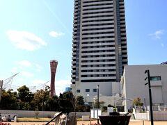 ホテルオークラ神戸を背景に、春のお花が咲き誇るガーデン☆