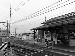 鉄道むすめラッピングの8500系を撮影地で撮るか、もう一度特急ゆけむりに乗るか迷いましたが、折角フリー切符を購入したので特急に乗ります。 朝陽は長野から330円で来れますし、晴れの日によく撮れるのでまたの機会に。 レトロな朝陽駅の駅舎