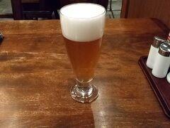さて、夕食はホテルでいただいた、2000円のチケットを使用すべく、大雪地ビール館へ。 すっごく混雑していて、1時間くらい待ちました。 店内はソーシャルディスタンスが保たれているんですが、待つ場所は密というなんともな感じでした。   待った後のビールは美味しい!