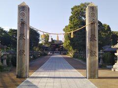 天保6(1835)年、浅野9代藩主斉粛(なりたか)が藩祖長政を祀るため、広島城の鬼門(東北)の方向に明星院境内の西半分を割いて造営した。 原爆で社殿等はすべて焼失したが、昭和59(1984)年に再建。