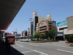 リムジンバスで松山市駅に到着です。松山の観光の拠点はここ伊予鉄道・松山市駅になります。この旅では幾度となく訪れることになります。