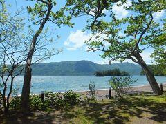 十和田湖 星野のネイチャーガイドさんによりますと、十和田湖は周囲46キロ(山手線内側すっぽり)、一番深いところ水深327メートル(東京タワーすっぽり)入る大きさだそうです。大変わかりやすい説明で覚えてしましました。