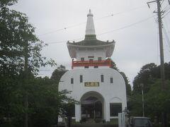 高さ25m 昭和8年建造のコンクリート製多宝塔形式の山門(戒壇塚)は藻原寺のHPでも「茂原市のシンボル」と書かれています