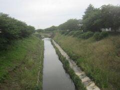 公園から東へ進んで豊田川を渡る